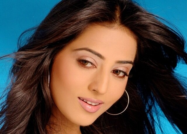 Mahie Gill, bollywood actress