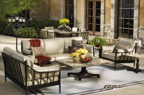 Furniture Trends – Outdoor Sofas are Pretty Hot Now