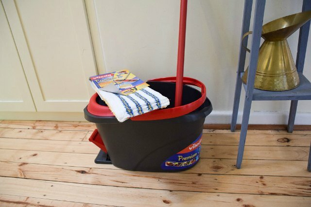 mop-and-bucket1